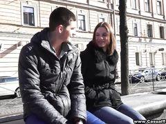 Российский пикапер на первом свидании разводит девку на домашний секс