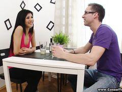 Очаровательная русская худышка трахается на столе со своим другом