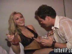 Пьяная девушка после вечеринки занимается сексом с незнакомым парнем