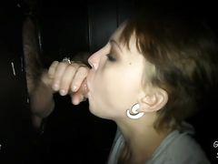 Короткостриженная девушка сосет через дырку в стене хуй своего парня