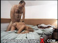 Блондинка с красивой попой занимается анальным сексом на кастинге Вудмана
