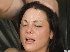 Глубокий горловой минет и жесткий секс с камшотом на личико брюнетки