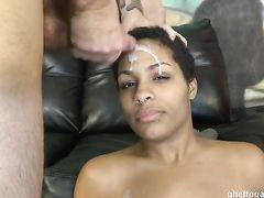 Глубокий горловой минет до блевотины и жесткая ебля с чернокожей девушкой