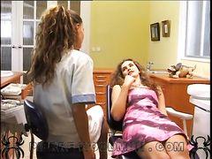 Подглядывающий парень трахнул стоматолога и ее красивую пациентку