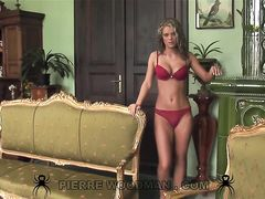 Девочка с идеальным телом трахается в две дырки на кастинге Вудмана