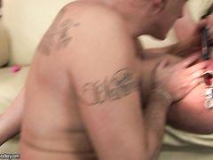 Опытный взрослый мужик заставил кончить молоденькую брюнетку