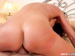 Сисястая жена занимается сексом на скрытую камеру с любовник с длинным хуем