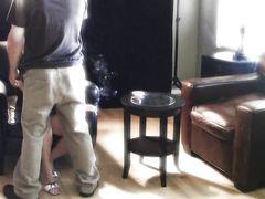 Курящая девчонка страстно отсасывает член бойфренда