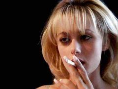 Разозленный доминант отшлепал по попке курящую девушку в чулках