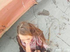 Русский пикапер трахает на улице за деньги болтливую девчонку
