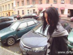 Продажная русская девка занялась сексом за деньги с пикапером