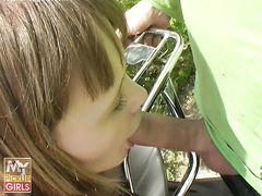Легкодоступная девушка занялась сексом на мотоцикле с русским пикапером