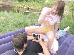Русские подростки с камерой занялись сексом на природе