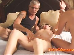 Муж принимает участие в сексе жены и ее биссексуальной подруги