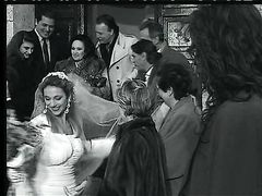 Жених занялся анальным сексом с красивой невестой в чулках