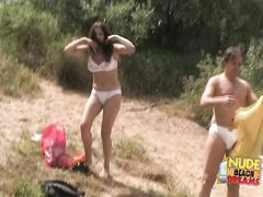 Сисястые русские девушки разделись догола на нудистском пляже