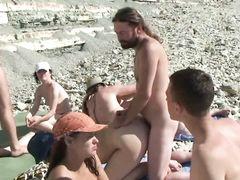 Нудисты занялись групповым сексом на русском диком пляже