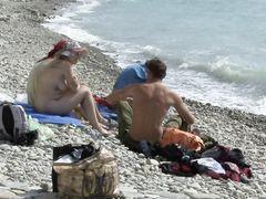 Аморальные русские нудисты ебутся толпой посреди дикого пляжа