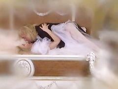 Романтический красивый секс молодожёнов в их первую брачную ночь