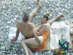 Скрытое видеонаблюдение за сексом на пляже любовника жены и ее мужа куколда