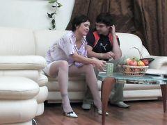 Богатый русский парень занялся анальным сексом со служанкой в чулках