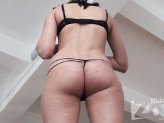Подружки светят голыми сиськами перед скрытой камерой в квартире