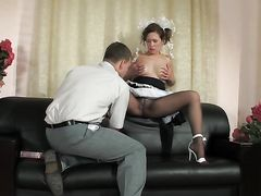 Вызывающая русская студентка трахается с репетитором на диване