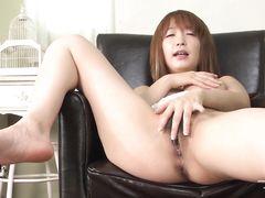 Балованная юная азиатка с волосатой писькой занялась сексом с другом
