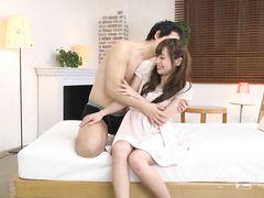Жизнерадостная японка громко стонет во время секса с мужиком